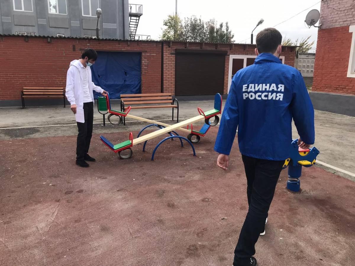 ЧЕЧНЯ. Партийцы «Единой России» оценили состояние более 70 детских площадок и спортивных зон в Чеченской Республике