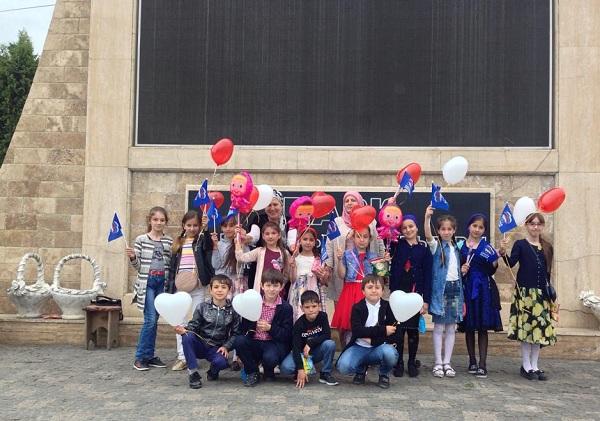 Детям из малоимущих семей партийцы ЕР организовали поход в парк аттракционов